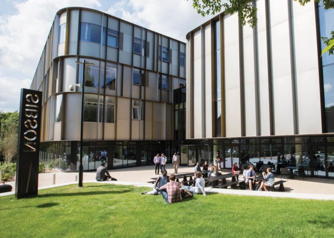Du hoc supply chain management logistic tai university of kent top 25 truong kinh doanh hanh dau anh quoc